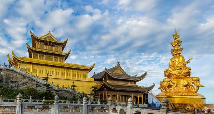 乐山大佛+黄龙溪+峨眉山+都江堰+都江堰熊猫乐园4日游