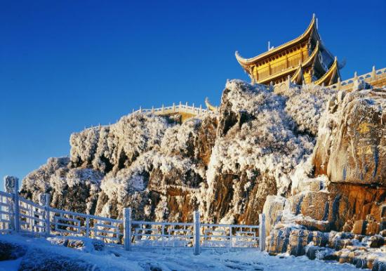 冬季的峨眉山:皑皑白雪里听钟声激荡